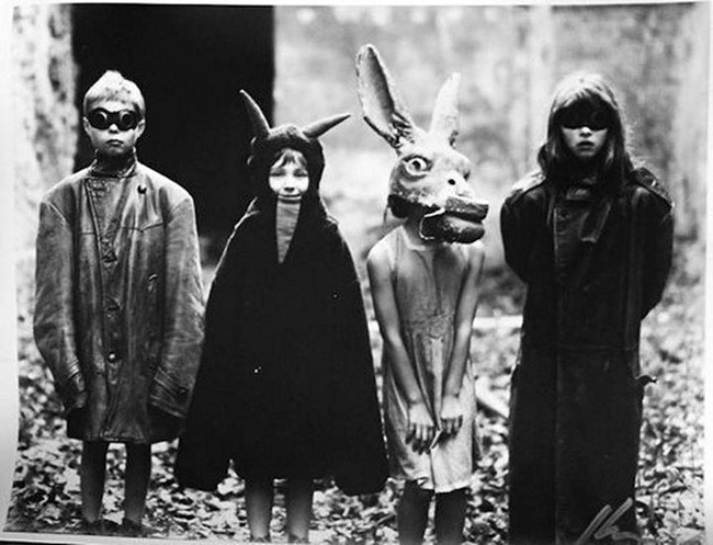 creepy-vintage-halloween-costumes22